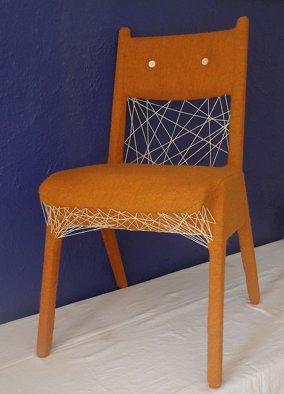 Stuhl blau hg 500x800